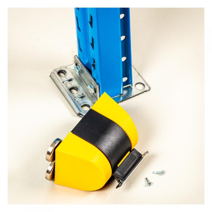 Afspærringsbånd gul sort med påsat beslag til skruer. Kan anvendes på andre overflader end magnetiske.