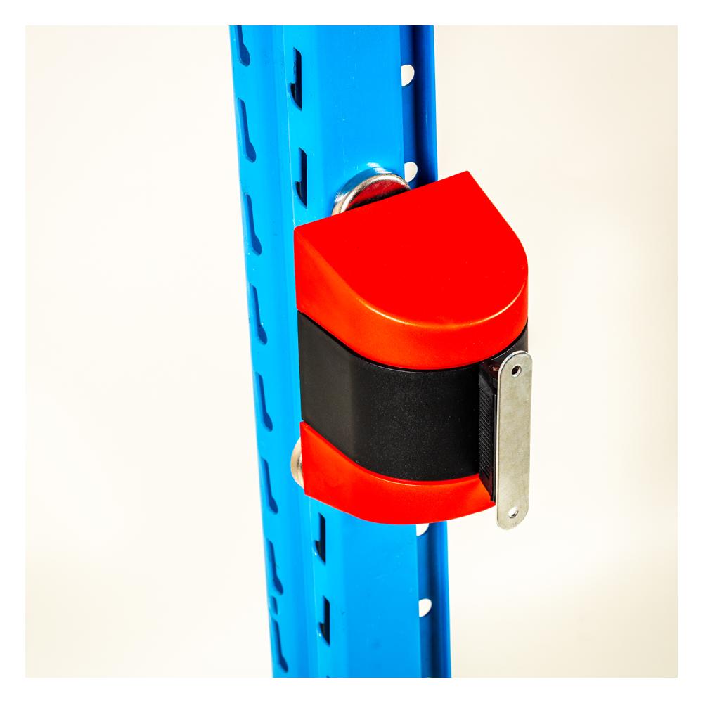 Afspærringsbånd rød hvid er udført med kraftigt nylonbånd, som justeres i længden, alt efter hvilket område eller reol, der skal afspærres.